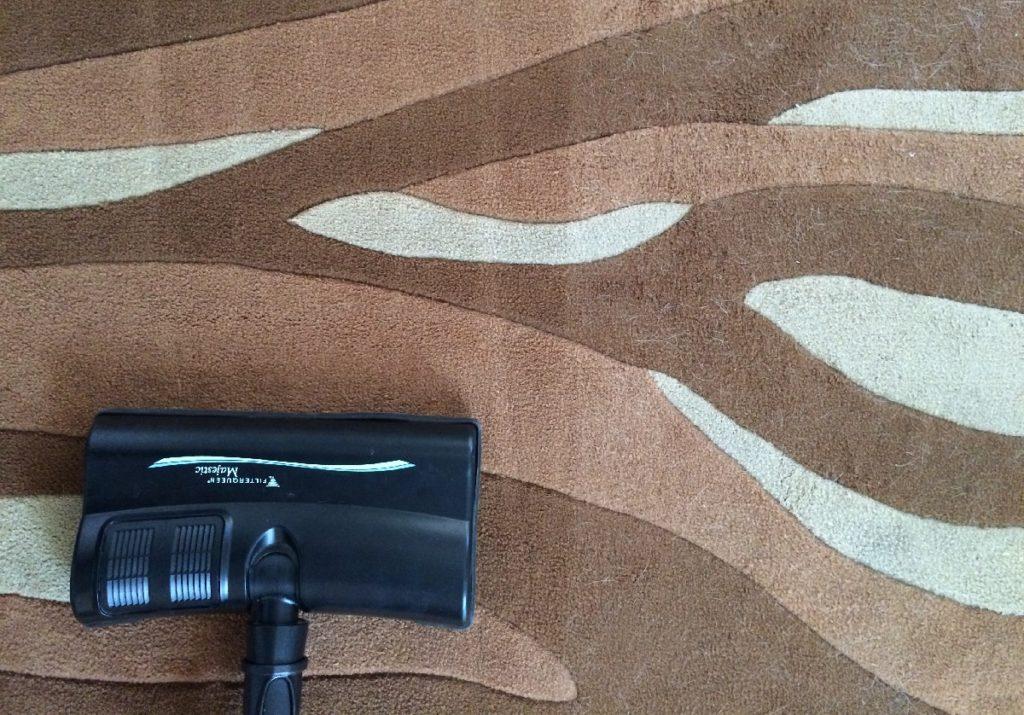 Limpieza-en-seco-de-alfombra-con-FilterQueen-Majestic