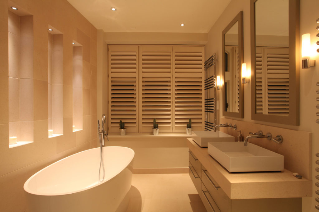 baño con luz