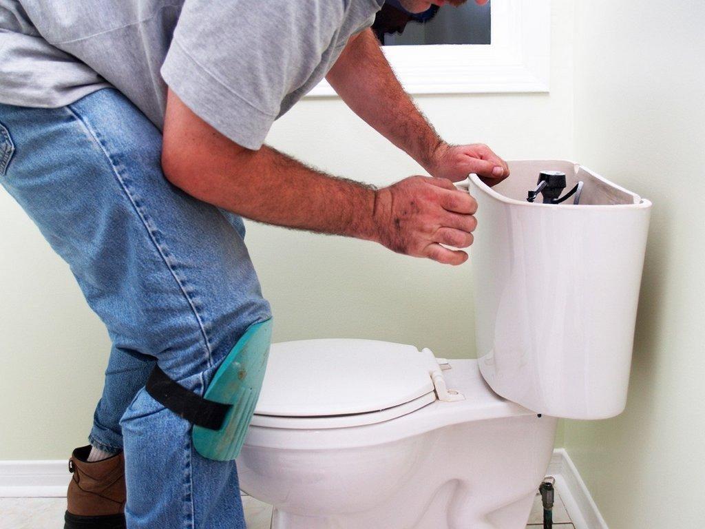 fugas de agua en la cisterna del inodoro