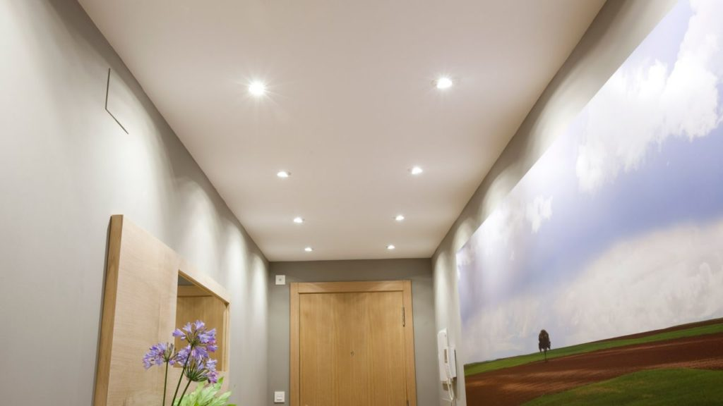 Moderniza tu techo con cielo raso y luces led